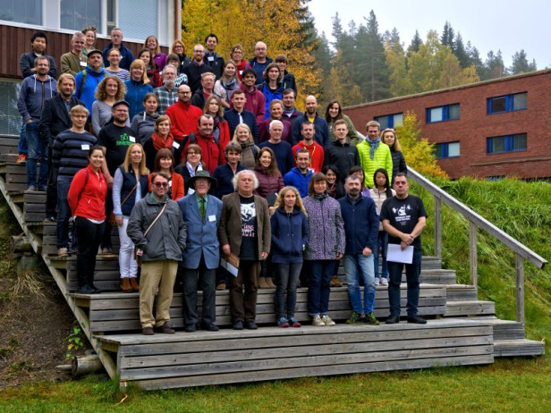 Participants at the Hyytiälä Forest Station. On the first row from left to right, 1992 participants Nigel Roulet, Dicky Clymo and Harri Vasander, followed by co-organisers Evva-Stiina Tuittila, Aino Korrensalo, Jyrki Jauhiainen, and Timo Vesala.