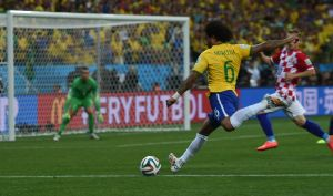 ER Brazil_and_Croatia_match_at_the_FIFA_World_Cup_2014-06-12_(16)